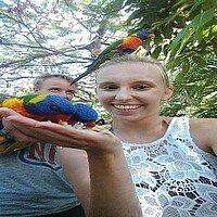 Studentin mit Papageien