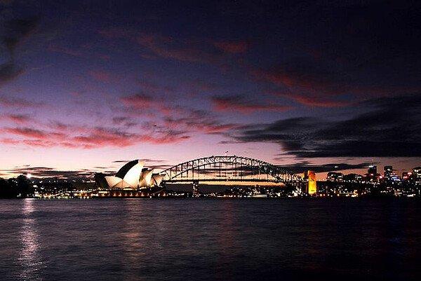 Harbour Bridge in Sydney in der Dämmerung