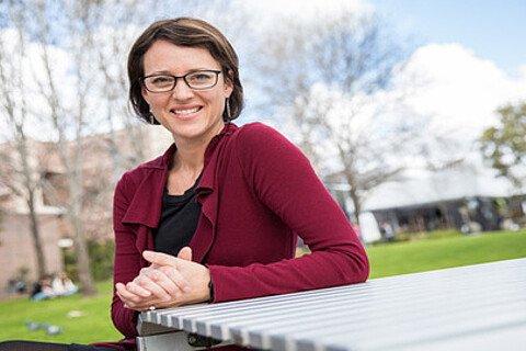 Maryke Steffens von der Macquarie University untersucht die Auswirkung gesundheitlicher Fehlinformationen in den sozialen Medien.
