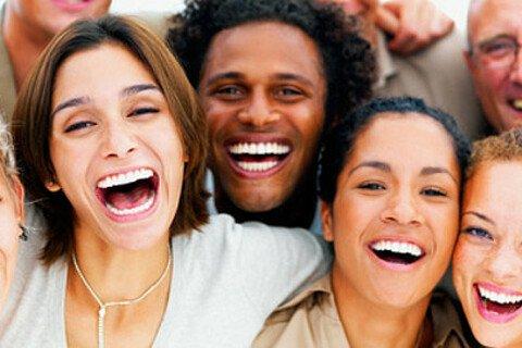 Schon ein wenig Humor am Arbeitsplatz hilft, Stress vorzubeugen