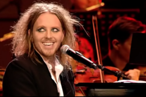 Tim Minchin am Klavier