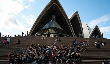 Gruppenfoto vor der Opera in Sydney