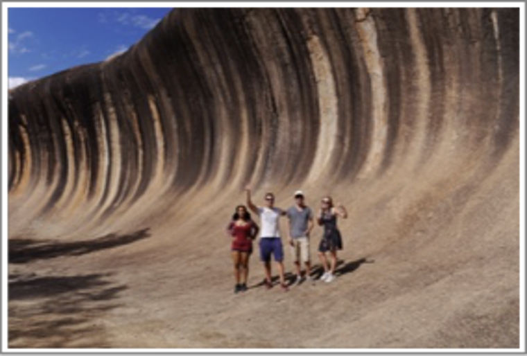 Studierende vor Wave Rock