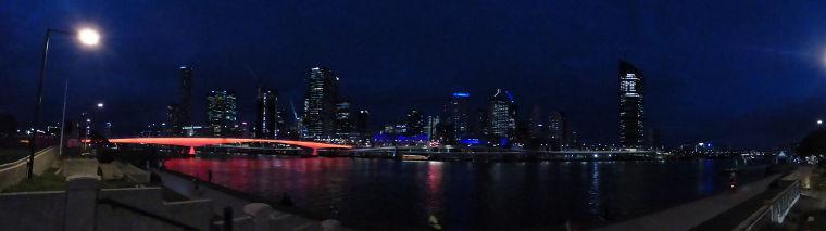Brisbane bei Nacht (ganz rechts ist die QUT)