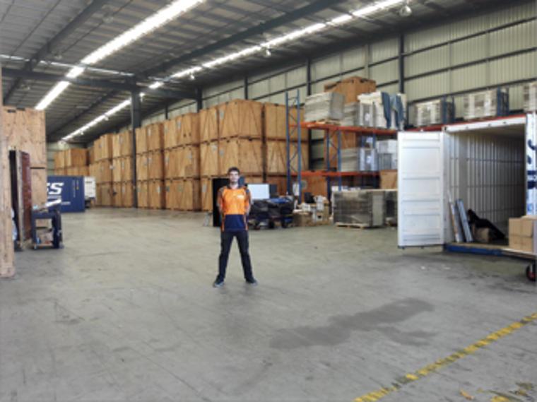 Lagerhalle der OSS World Wide Movers - mein Arbeitsplatz